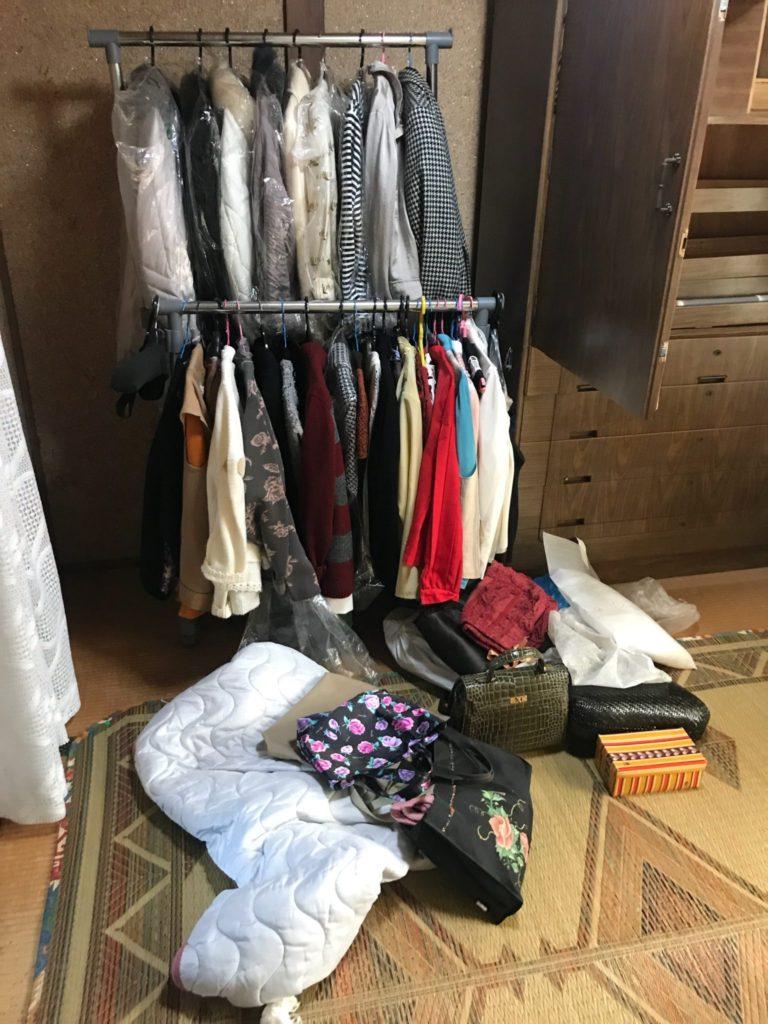 衣類掛けと和装小物やバッグ類