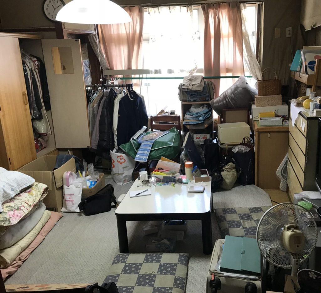 居間の遺品整理と遺品買取