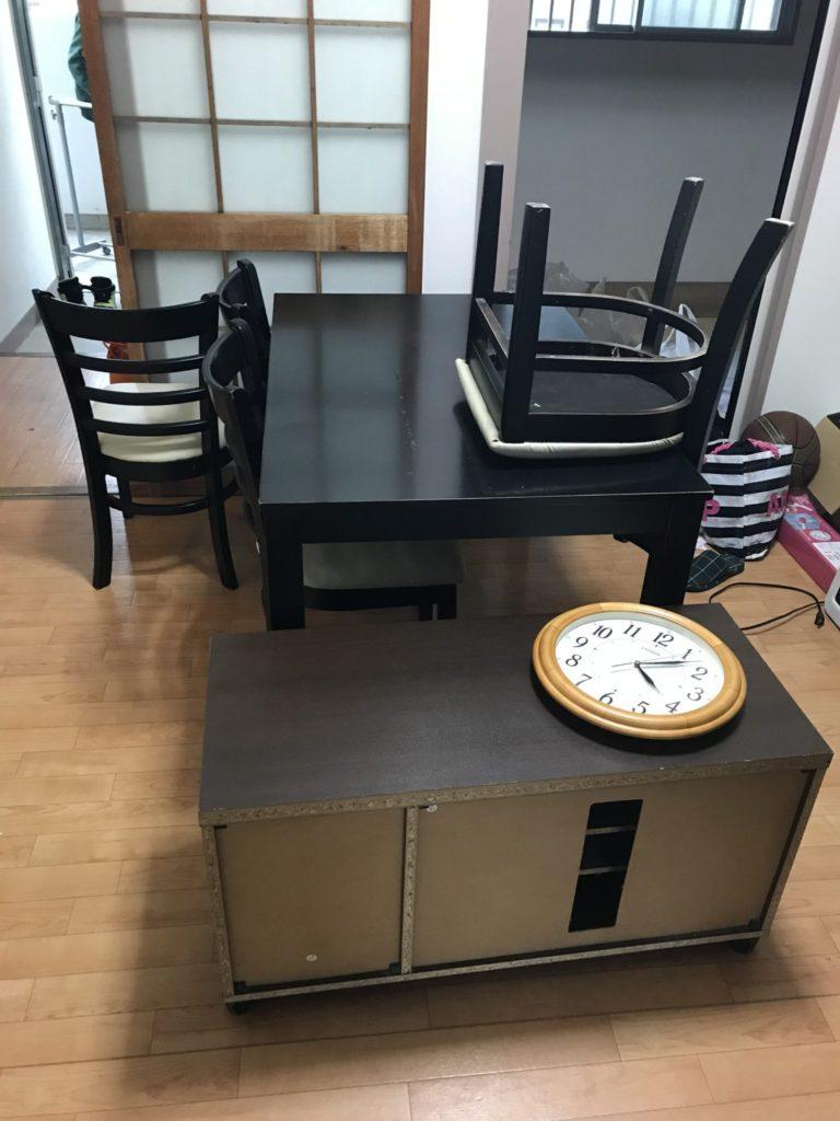 ダイニングテーブルとチェア・テレビ台