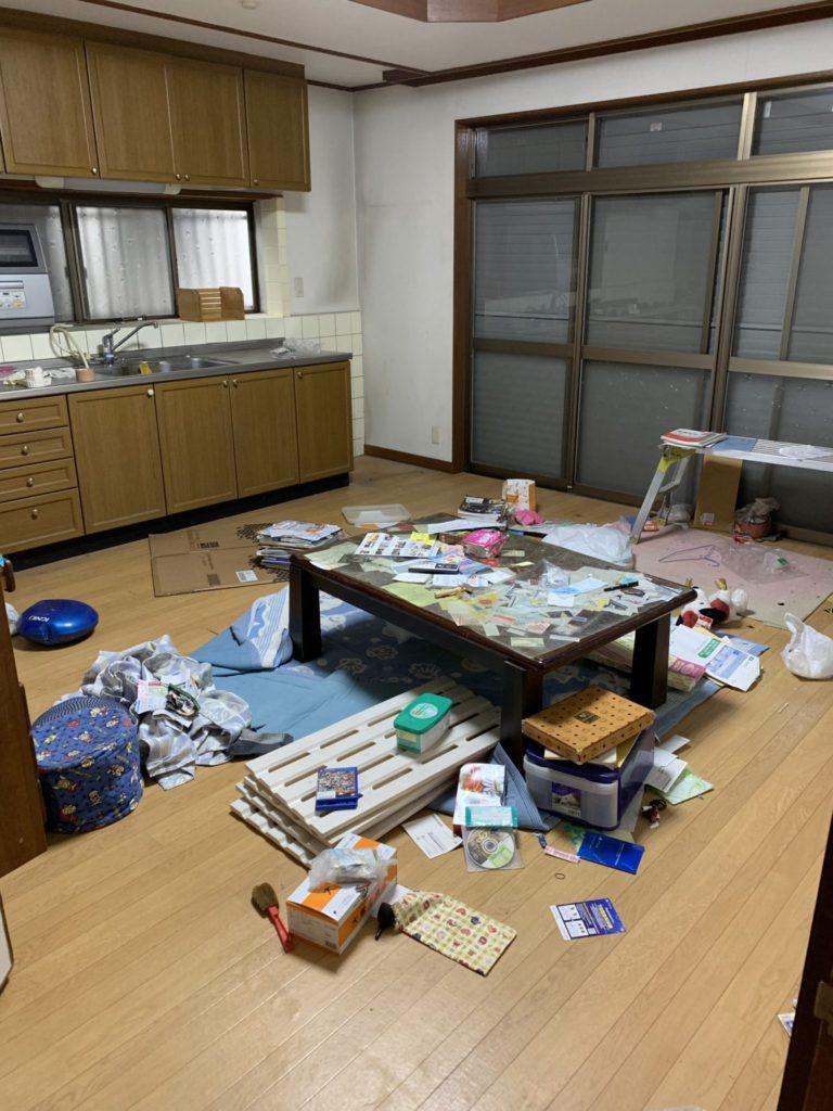 大阪府富田林市M様40台女性家一軒まるごと整理大量の不用品処分前2