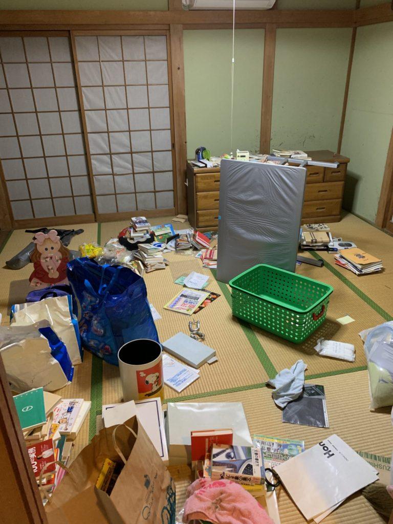 大阪府富田林市M様40台女性家一軒まるごと整理大量の不用品処分前3